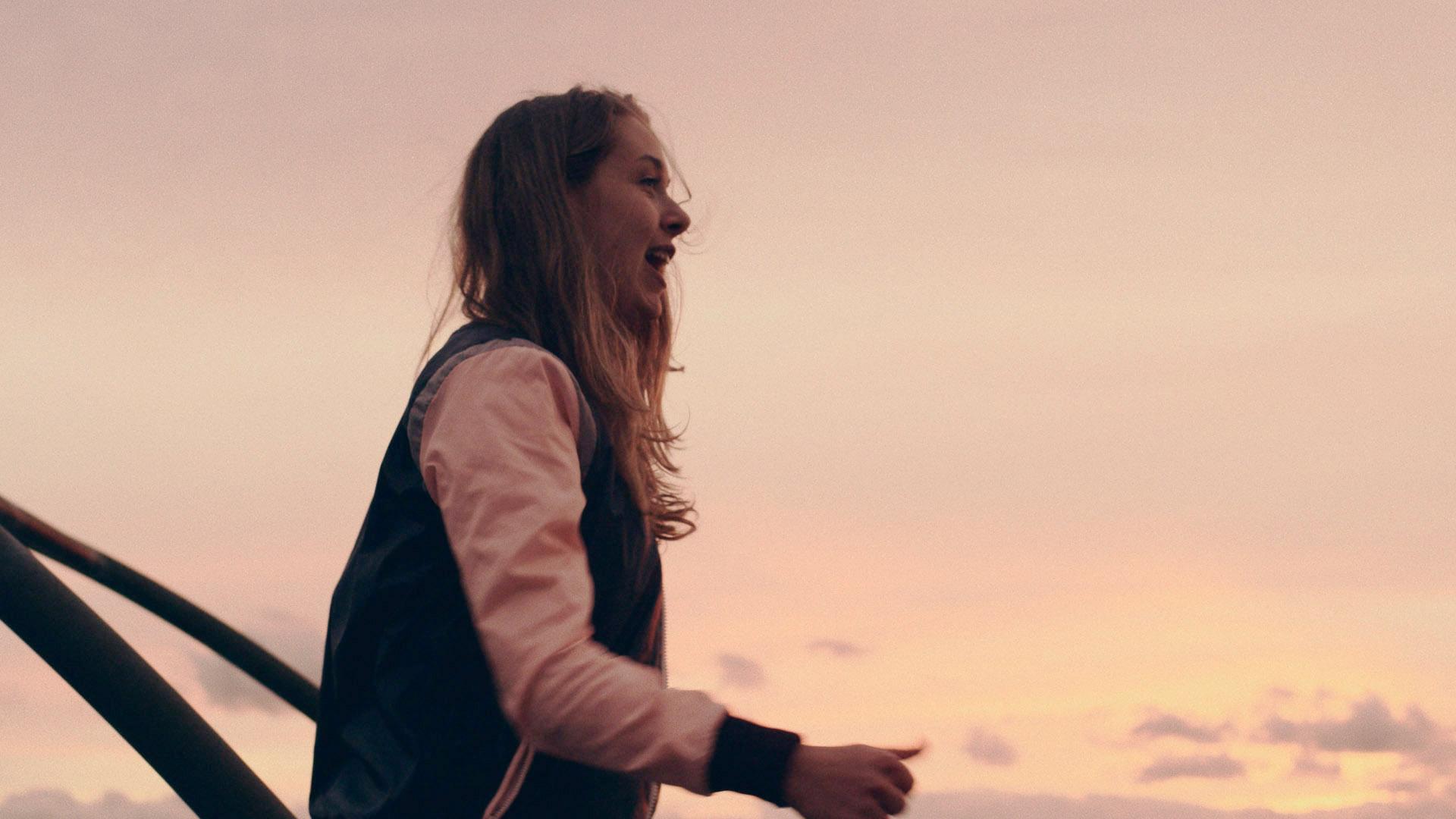 Anna Herrmann in Neverland Now (R: Georg Pelzer)